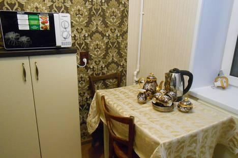 Сдается 2-комнатная квартира посуточно в Златоусте, улица Зеленая, 24.