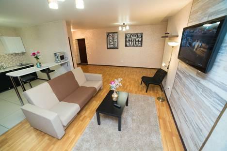 Сдается 2-комнатная квартира посуточно в Челябинске, улица Братьев Кашириных, 12В.
