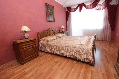 Сдается 3-комнатная квартира посуточно в Феодосии, улица Федько, 1А.