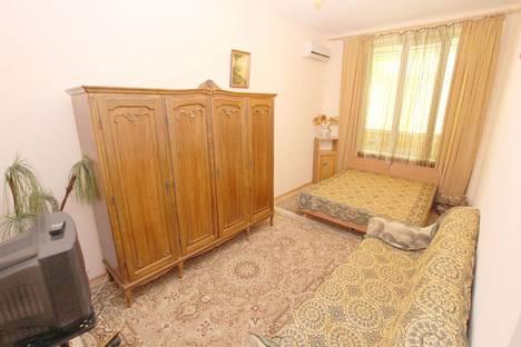 Сдается 1-комнатная квартира посуточно в Феодосии, улица Федько, 1А.