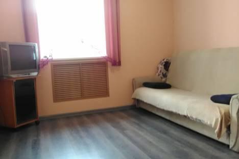 Сдается 2-комнатная квартира посуточно в Кызыле, улица Кочетова, 6.