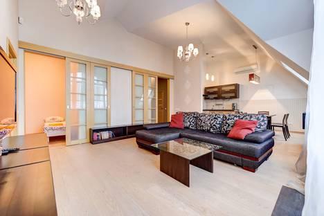 Сдается 3-комнатная квартира посуточно в Санкт-Петербурге, Исполкомская улица,12.
