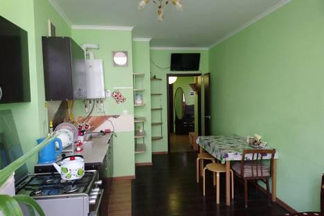 Сдается 1-комнатная квартира посуточно в Геленджике, ул. Грибоедова, 31.