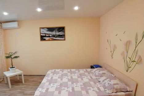Сдается 1-комнатная квартира посуточно в Саратове, улица Блинова, 35.