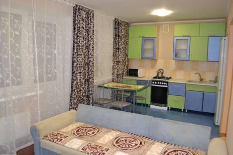 Сдается 2-комнатная квартира посуточно в Саратове, улица Танкистов, 77Ак1.