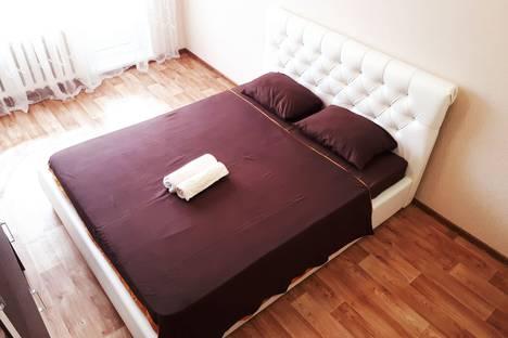Сдается 1-комнатная квартира посуточно в Сургуте, улица 30 лет Победы, 11.