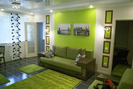 Сдается 2-комнатная квартира посуточно в Тюмени, улица Мельникайте,109.