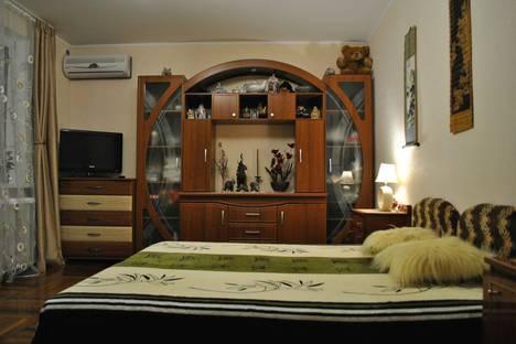 Сдается 2-комнатная квартира посуточно в Гурзуфе, улица Подвойского, 9.