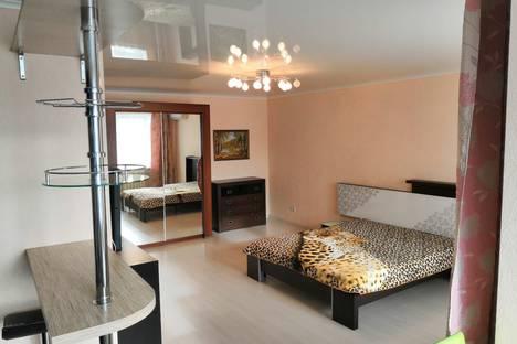 Сдается 1-комнатная квартира посуточно, 50 лет октября 24.