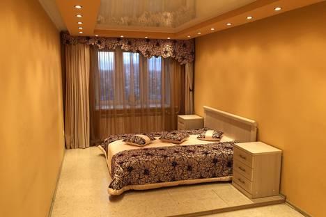 Сдается 2-комнатная квартира посуточно в Тюмени, улица Самарцева 3.