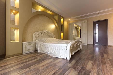 Сдается 3-комнатная квартира посуточно в Астрахани, улица Савушкина 4 кор 1.