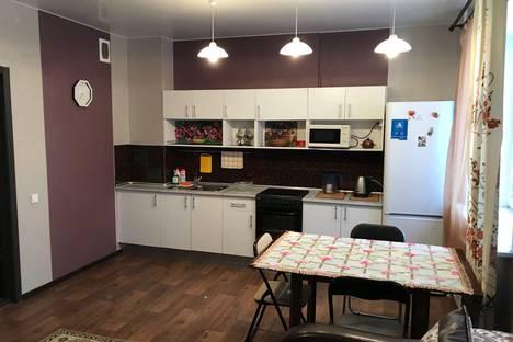 Сдается 2-комнатная квартира посуточно в Тюмени, улица Монтажников, 49.