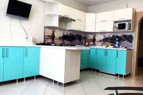 Сдается 2-комнатная квартира посуточно в Костроме, улица Нижняя Дебря, 102.