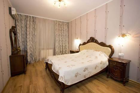 Сдается 2-комнатная квартира посуточно в Феодосии, Боевая улица, 4.