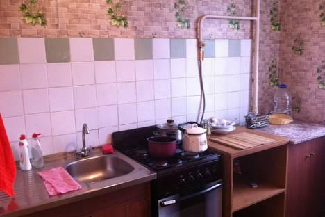 Сдается 1-комнатная квартира посуточно в Ревде, Российская улица, 32.