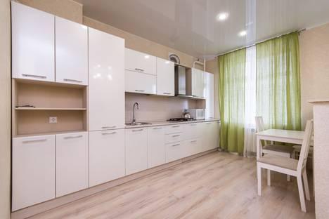 Сдается 1-комнатная квартира посуточно в Казани, ул. Чернышевского 16.