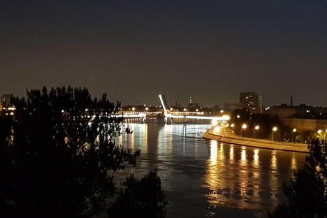 Сдается 1-комнатная квартира посуточно в Санкт-Петербурге, пр. Обуховской Обороны, д. 110к1.
