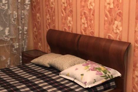 Сдается 2-комнатная квартира посуточно в Мирном, улица Ленина, 10.