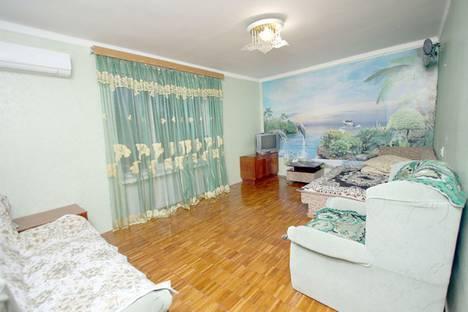 Сдается 2-комнатная квартира посуточно в Феодосии, улица Федько, 91А.