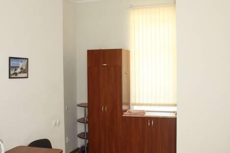 Сдается 1-комнатная квартира посуточно в Ялте, улица Севастопольская, 11.