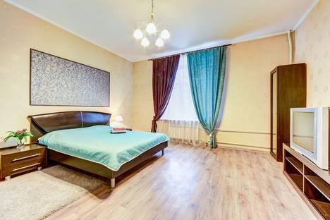 Сдается 1-комнатная квартира посуточно в Санкт-Петербурге, Алтайская улица, 12.