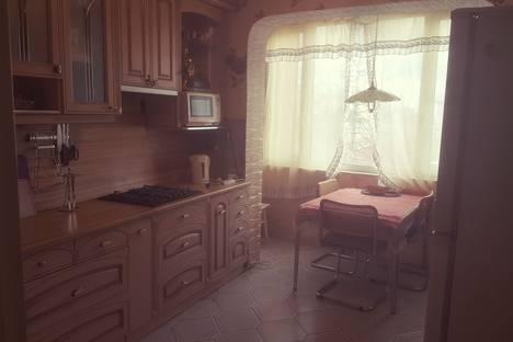 Сдается 3-комнатная квартира посуточно в Великом Новгороде, улица Чудовская, 2А.