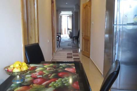 Сдается 4-комнатная квартира посуточно в Кобулети, Кобулети. ул.  Давид Агмашенебели 98.