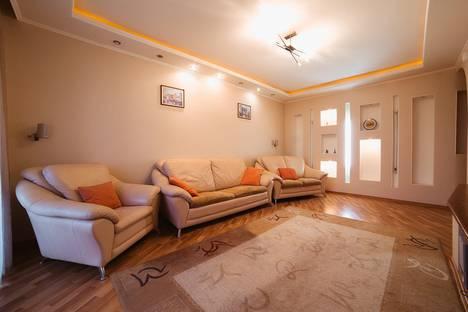 Сдается 3-комнатная квартира посуточно в Челябинске, проспект Ленина, 68А.