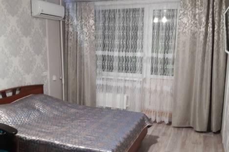 Сдается 1-комнатная квартира посуточно в Волжском, улица Пушкина, 200.
