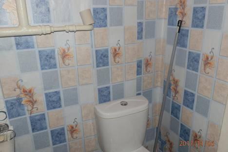Сдается 2-комнатная квартира посуточно в Березниках, улица Льва Толстого, 72.