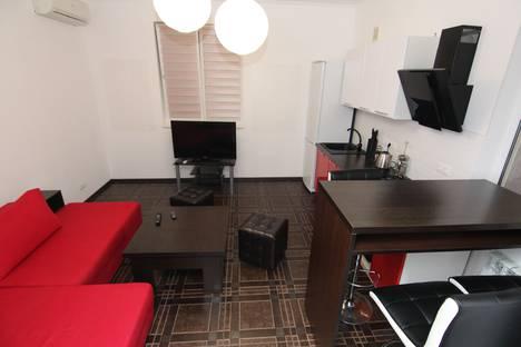 Сдается 2-комнатная квартира посуточно в Адлере, ул. Кленовая 13.