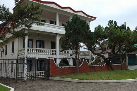 Сдается коттедж посуточно в Кобулети, Кобулети. ул. Царицы Тамар , набережная Вилла Виктория.