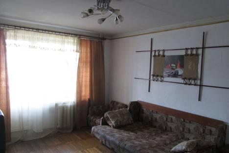 Сдается 2-комнатная квартира посуточно в Днепре, Дніпро́, проспект Олександра Поля 1.