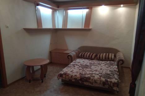Сдается 1-комнатная квартира посуточно в Севастополе, проспект Октябрьской Революции, дом 32.