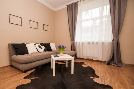 Сдается 4-комнатная квартира посуточно в Москве, Смоленский бульвар, 7.