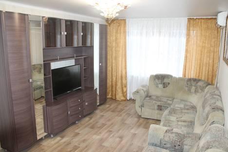 Сдается 2-комнатная квартира посуточно в Ейске, улица Октябрьская, 197.