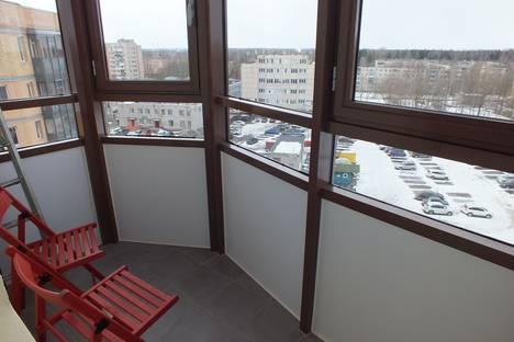 Сдается 3-комнатная квартира посуточно в Гатчине, улица Хохлова, 16.