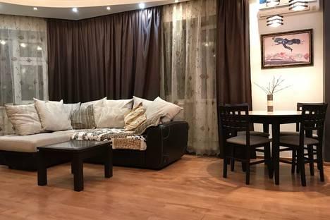 Сдается 3-комнатная квартира посуточно в Кемерове, проспект Молодежный, 3А.