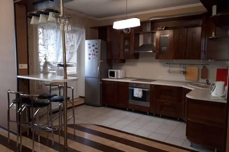 Сдается 3-комнатная квартира посуточно в Новороссийске, Южная улица, 5.