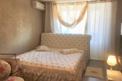 Сдается 1-комнатная квартира посуточно в Омске, Карла Маркса проспект, 50А.