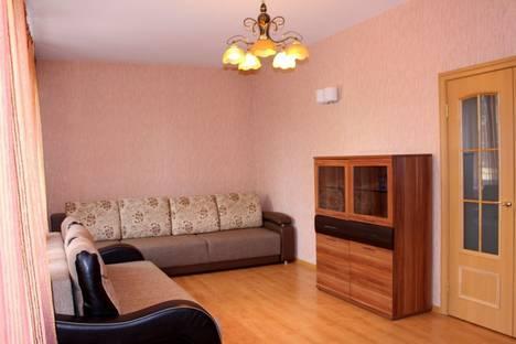 Сдается 2-комнатная квартира посуточно в Омске, улица Декабристов, 116.