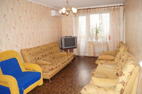 Сдается 2-комнатная квартира посуточно, 70 лет Октября 84.