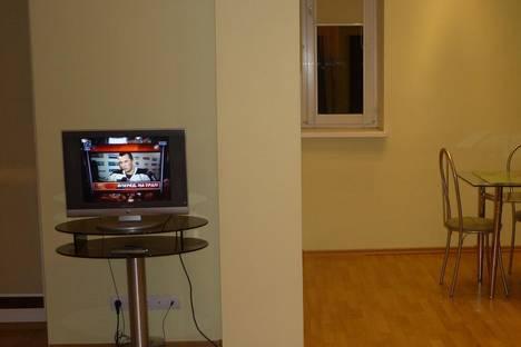 Сдается 2-комнатная квартира посуточнов Омске, Масленникова, 82.