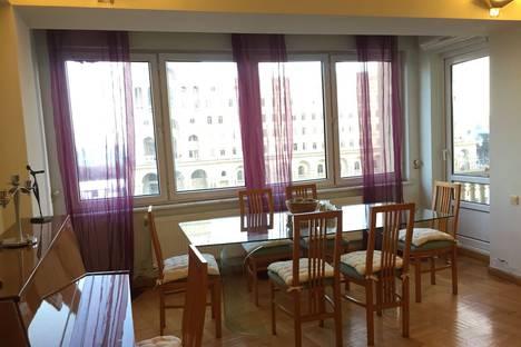 Сдается 3-комнатная квартира посуточно в Баку, Government House.