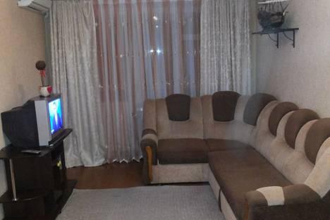 Сдается 1-комнатная квартира посуточно в Азове, Ленинградская улица, 86.