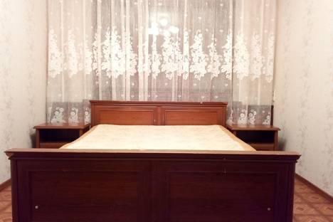 Сдается 4-комнатная квартира посуточно в Тольятти, улица Свердлова, 48.