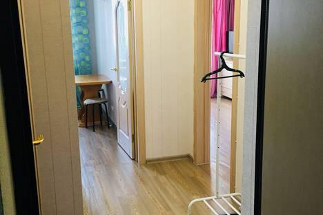 Сдается 1-комнатная квартира посуточно в Казани, улица Рауиса Гареева, 94.