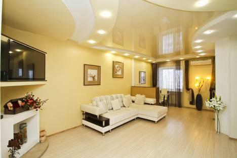 Сдается 1-комнатная квартира посуточно в Сургуте, проспект Пролетарский, 11.