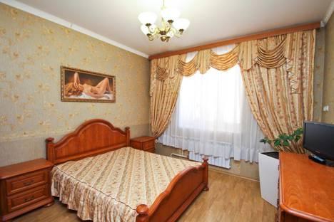 Сдается 4-комнатная квартира посуточно, улица Профсоюзов, 18.