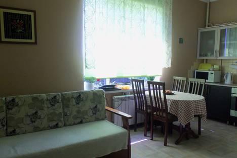 Сдается 1-комнатная квартира посуточно, улица Леселидзе, 11.